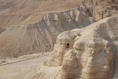 8. La famosa grotta 4 di Qumran