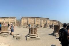 Le esperienze religiose tra attese e mysteria. Visita agli scavi archeologici di Pompei, con particolare attenzione ai luoghi di culto.
